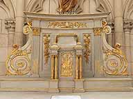 Le tabernacle et son retable, vus de face.